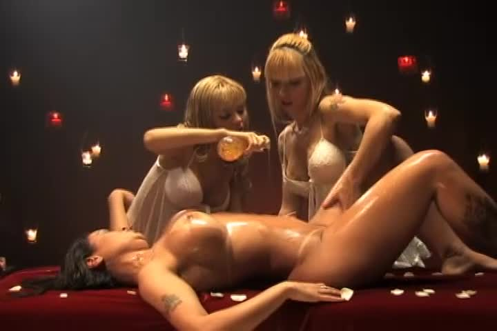 Hot Massage - Suelen, Halle & Cacau