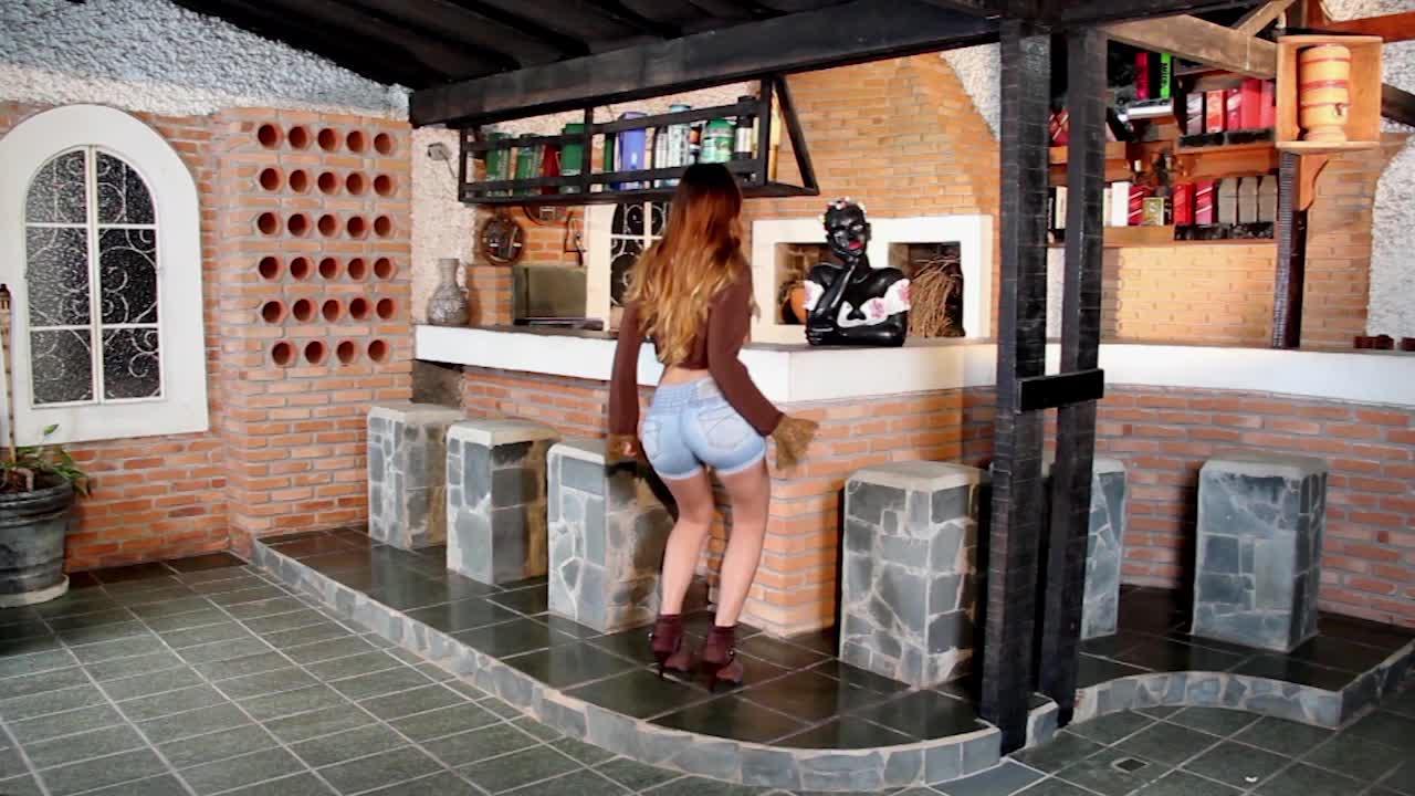 Brazilian Women - Tamy Cases