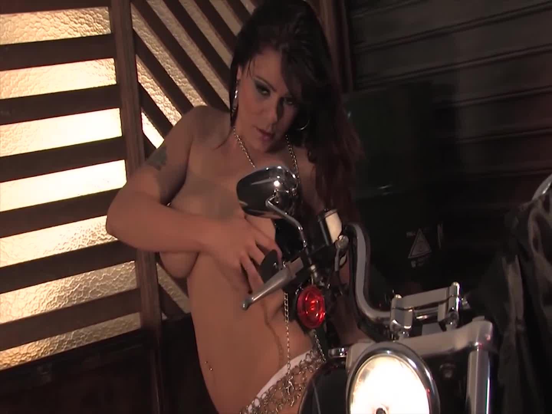 Sexy Biker - Suellen Souza