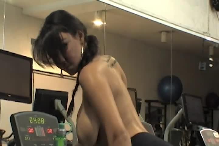 Strip at the Gym - Jeniffer